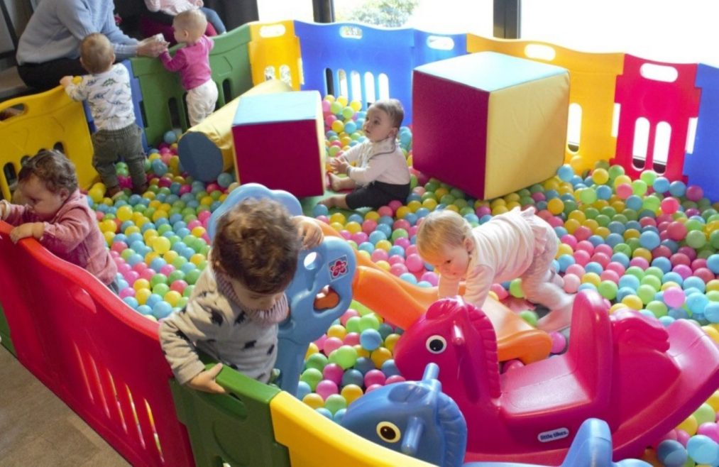 SUPER DELUXE BALL PIT HIRE (CHILDRENS PARTY EQUIPMENT SUITABLE FOR KIDS AGE 1 TO 5 YEARS OLD)