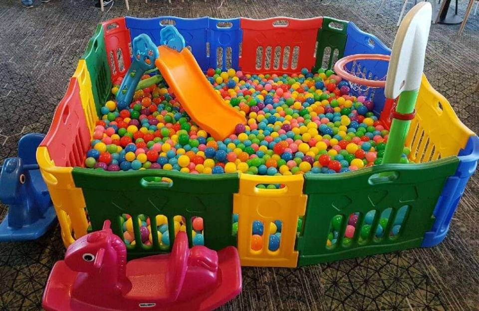 GOLD STAR BALL PIT HIRE (CHILDRENS PARTY EQUIPMENT SUITABLE FOR KIDS AGE 1 TO 6 YEARS OLD)